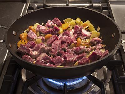 Cuocere bene la carne e le verdure