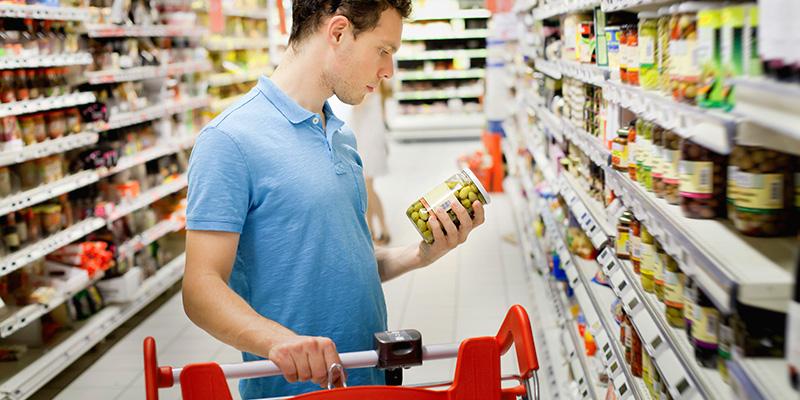 Come fare la spesa: 5 regole da osservare per evitare rischi alimentari