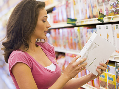 Controllare confezione ed etichette degli alimenti