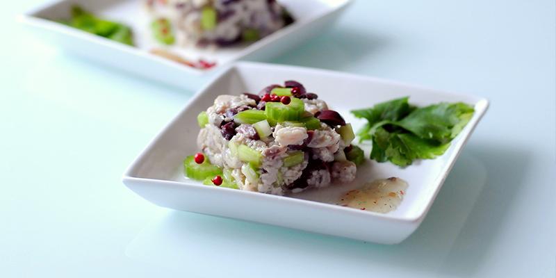 Tartare di sgombro, sedano e olive Kalamata [Ricetta]