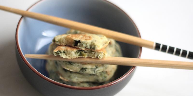 Pancakes con bietole e cipollotto [Ricetta]