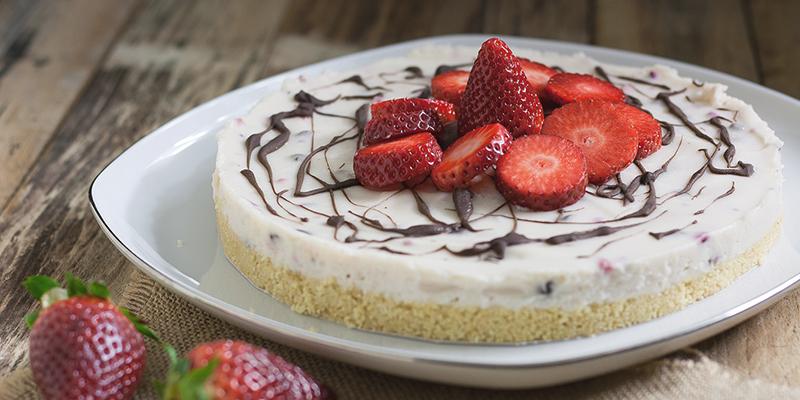 Cheesecake alle fragole e cioccolato [Ricetta]