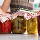 Conserve fatte in casa: come evitare il rischio botulino