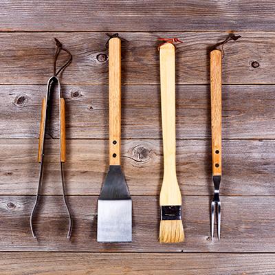 utensili per grigliata puliti